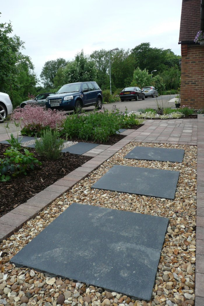 Stepping stones in gravel avoid the front feeling too hard with all hard surfaces.