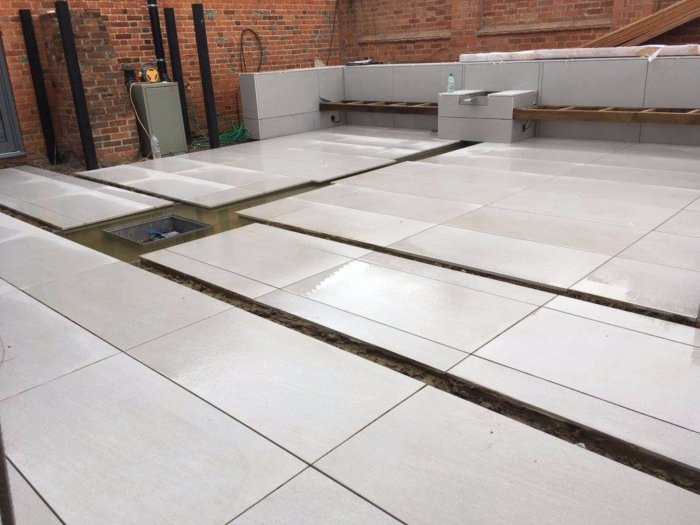 The paving is pretty much complete in the lower garden now.
