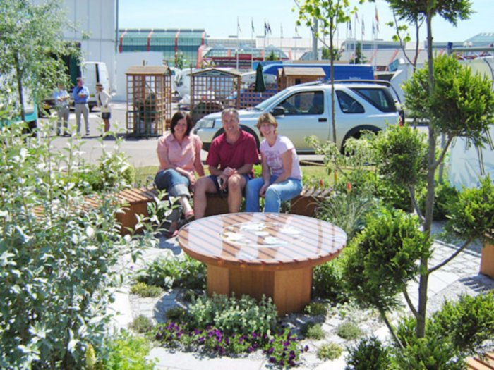 Mike Hannelly of MTH who build the garden, Alison Allen and myself who handled all the planting.