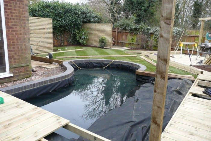The pond takes your eye out into the garden and the grass really helps to soften the whole space. Well done Lee and Habitat team, another lovely quality job from you all.