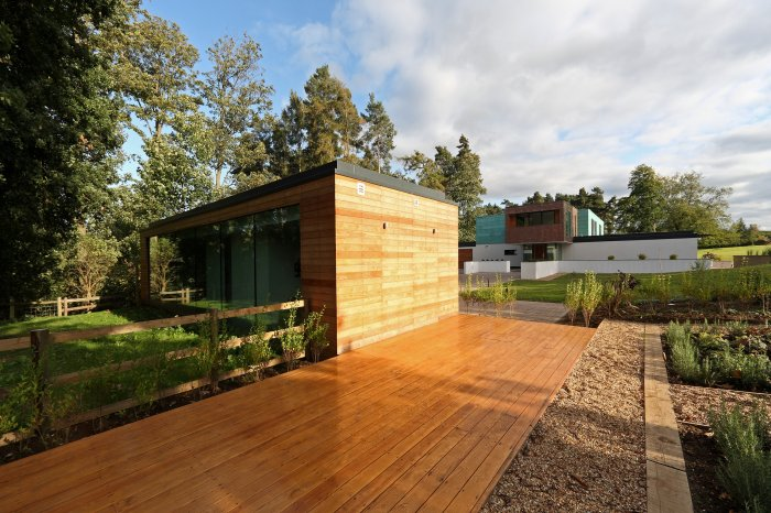 An adjacent annex office was also built; complete with its own smaller decked area and garden, a place to provide inspiration and a pleasant working environment.
