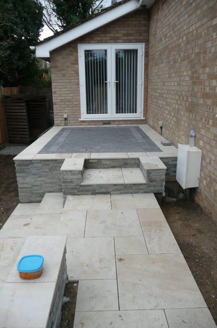 This new side area can now flow around to the rear patio which you previously could not do. Porcelain paving and detail areas in setts bring it all together.