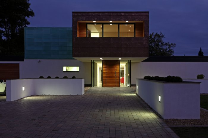 The main entrance; very simply planted with Buxus spheres and carefully planned lighting.