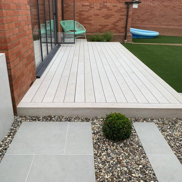 A new flush composite deck; London Stone Design Board in 'Polar' finish, forms a comfortable flush transition from inside to out.